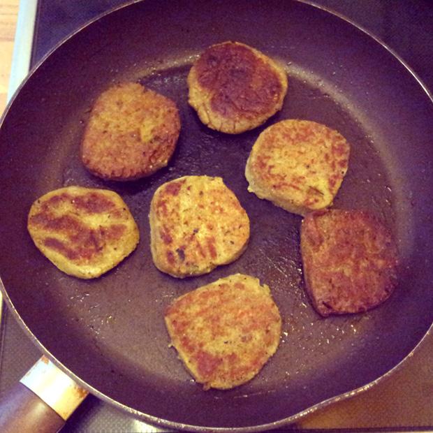 mungburgers_in_pan